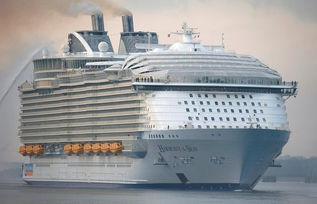social and environmental impact of cruise ship traffic